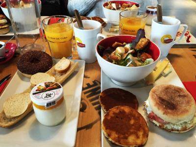 Brunch at Burger & Wine Sunday February 18th
